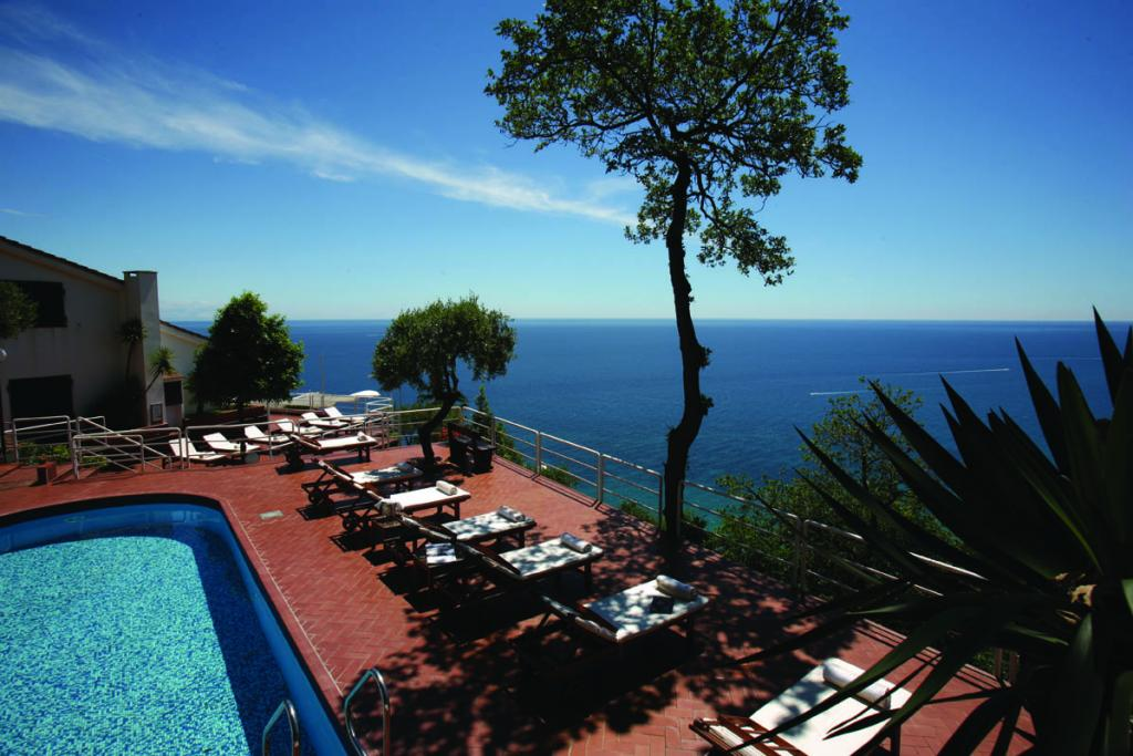 hotel ristorante casa vacanze claudio srl bergeggi savona